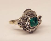 18k White Gold Ring With Emerald