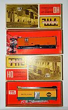 2 Train Miniature Railroad Kits train cars in box
