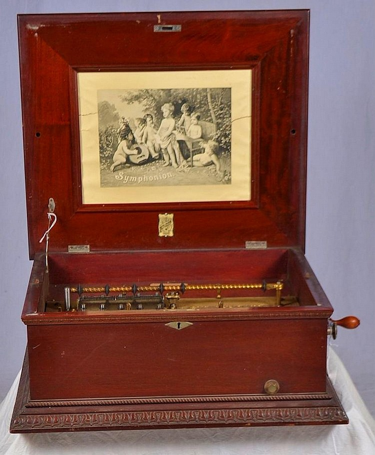 Mahogany Symphonion music box with ca. 50 records