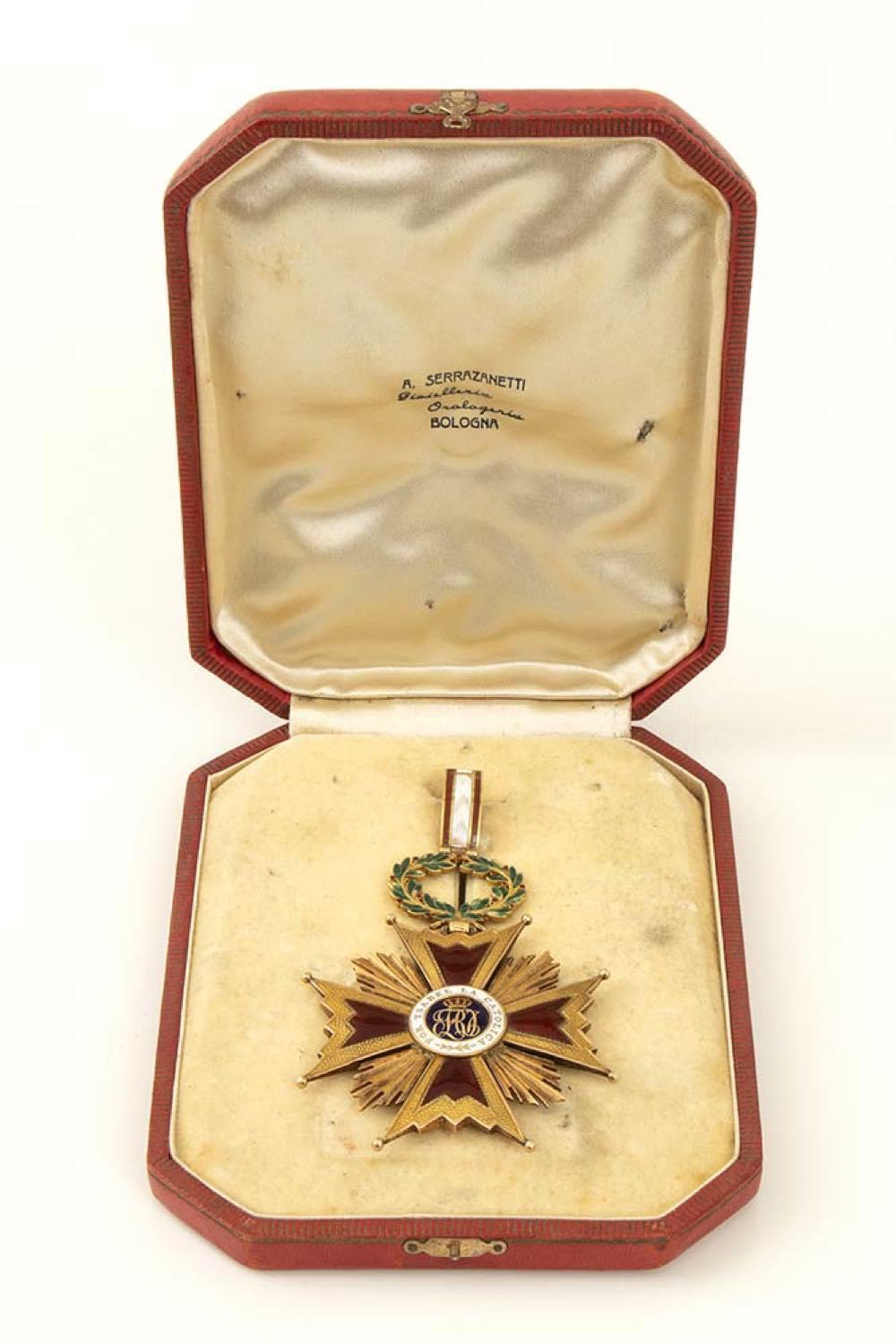Order of Isabella the Catholic, Grand Cross pendant