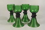 4 Gläser, Grünglas, trichterförmiger, gerillter