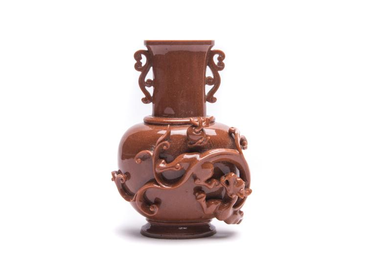 A Chinese Glass Vase with Dragon Pattern