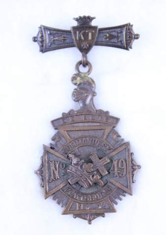 DE. SOTO NO.49 COMMANDERY PLATTSBURGH NY MEDAL BADGE
