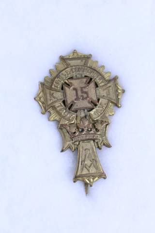 APOLLO COMMANDERY N0.15 TROY NO MEDAL BADGE