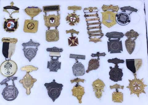 LOT OF 23 ANTIQUE MASONIC FREE MASON MEDALS BADGES