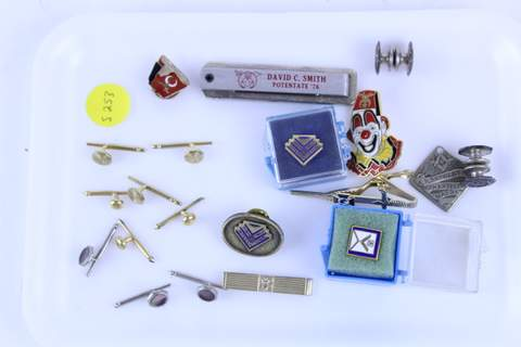 TRAY OF MISC. MASONIC ADVERTISING ITEMS MEDALS BADGES