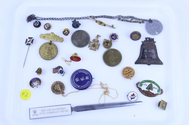 TRAY LOT MISC. MEDALS PINS & BUTTONS