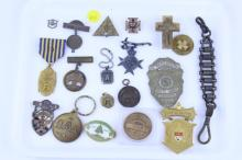 TRAY LOT OF MISC. MEDALS PINS BUTTONS