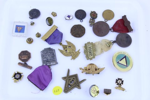 TRAY LOT OF MISC. MEDLAS & PINS