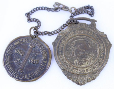 MASONIC KEY CHAIN WITH 2 PENDANTS 1919 NJ & 1889 SOUTH DAKOTA