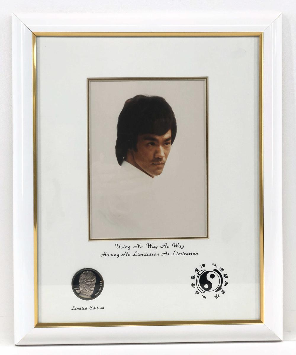 1991 BRUCE LEE COMMEMORATIVE TRIBUTE STERLING SILVER COIN AND FRAMED PICTURE