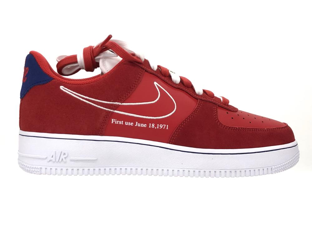 NIKE AIR FORCE 1 07 LV8 FIRST USE UNIVERSITY RED SNEAKERS