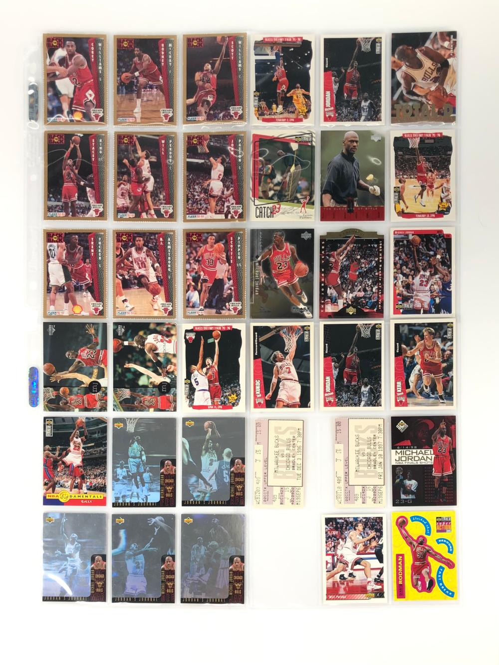 LOT OF 21 CHICAGO BULLS TRADING CARDS AND MORE