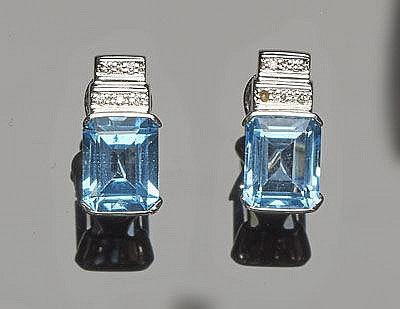 A PAIR OF GOLD, BLUE TOPAZ AND DIAMOND EARRINGS