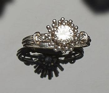 A VINTAGE PLATINUM AND DIAMOND RING