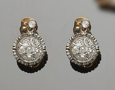A PAIR OF VINTAGE GOLD AND DIAMOND EARRINGS