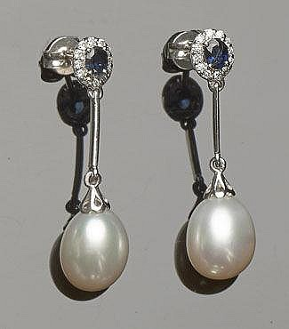 A PAIR OF GOLD, SAPPHIRE, PEARL AND DIAMOND DROP EARRINGS
