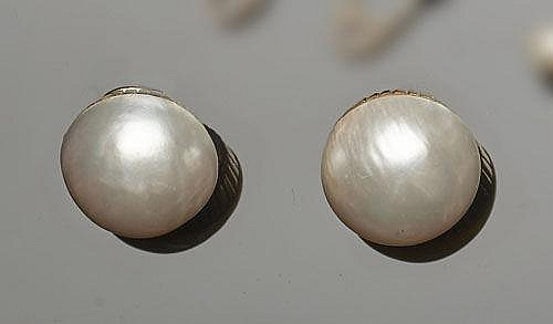 A PAIR OF GOLD AND PEARL EARRINGS