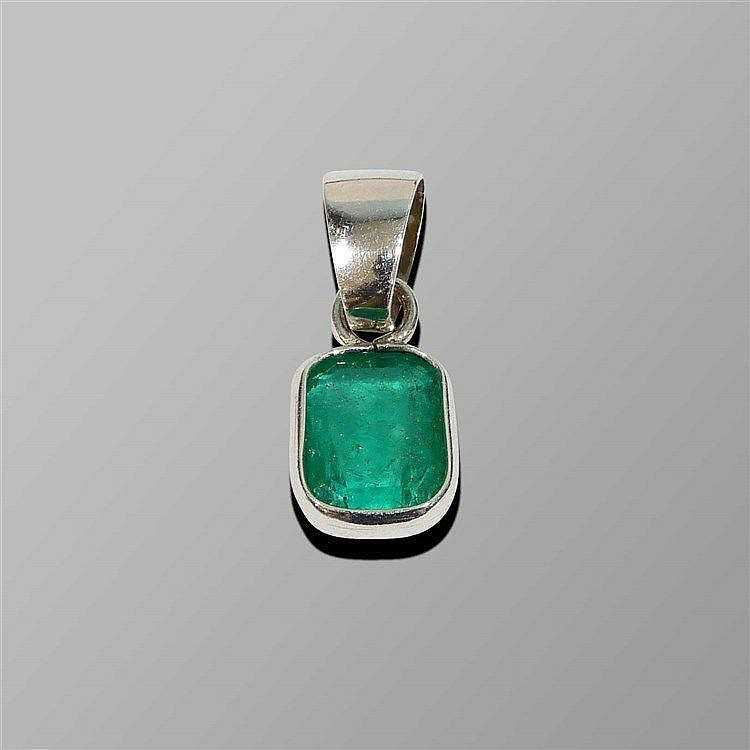 A GOLD AND EMERALD PENDANT