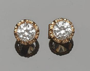 A PAIR OF GOLD AND ZIRCON EARRINGS
