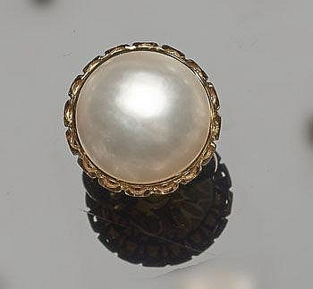 A GOLD AND PEARL RING