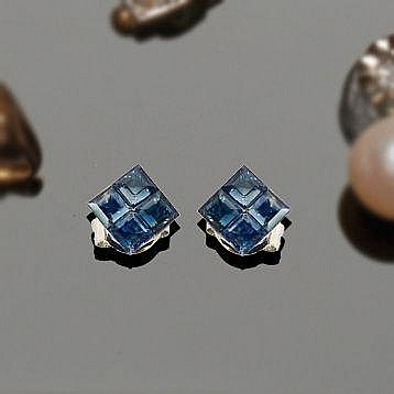 A PAIR OF GOLD AND SAPPHIRE EARRINGS