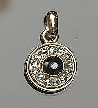 A VINTAGE GOLD, ONYX AND DIAMOND PENDANT