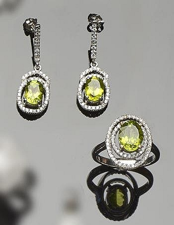 A SET OF SILVER, PERIDOTE AND ZIRCON JEWELRY