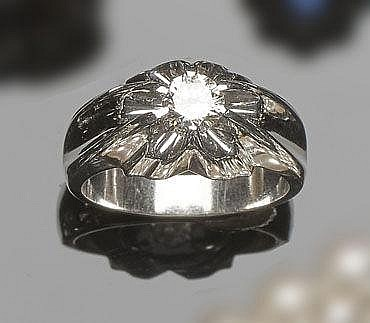 A GOLD AND DIAMOND MEN´S RING