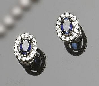 A PAIR OF GOLD, SAPPHIRE AND DIAMOND EARIINGS