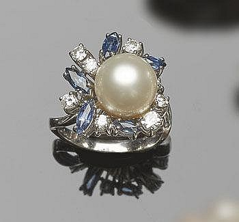 A GOLD, PEARL, SAPPHIRE AND DIAMOND RING