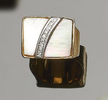 A GOLD, NACRE AND DIAMOND RING