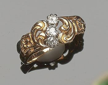 A VINTAGE ART NOUVEAU GOLD AND DIAMOND RING