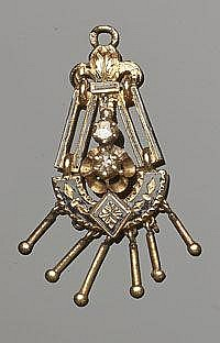 AN ANTIQUE GOLD, ENAMEL AND DIAMOND PENDANT