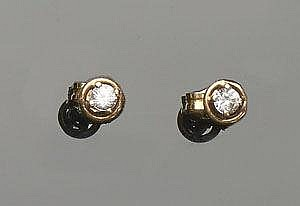 A PAIR OF GOLD AND ZIRCON STUD EARRINGS