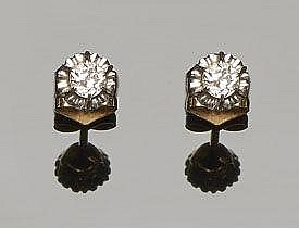 A PAIR OF ANTIQUE GOLD AND DIAMOND EARRINGS