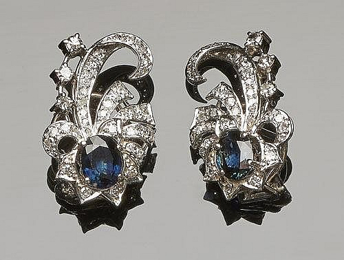A PAIR OF VINTAGE GOLD, PLATINUM, SAPPHIRE AND DIAMOND EARRINGS