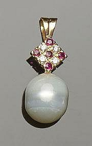 A GOLD, RUBY, PEARL AND DIAMOND PENDANT