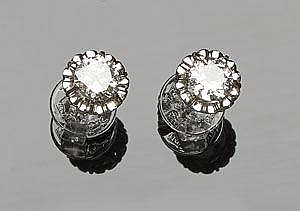 A PAIR OF ANTIQUE GOLD AND DIAMOND STUD EARRINGS