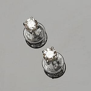 A PAIR OF GOLD AND DIAMOND STUD EARRINGS
