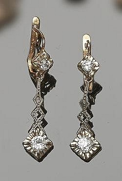 A PAIR OF VINTAGE GOLD AND ZIRCON EARRINGS
