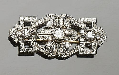 AN ANTIQUE ART DECO GOLD, PLATINUM AND DIAMOND BROOCH