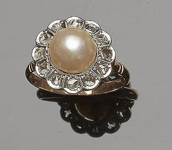 A VINTAGE GOLD, PEARL AND DIAMOND RING