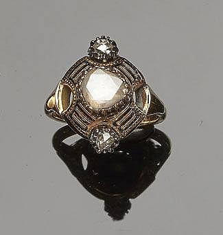 AN ANTIQUE GOLD, ENAMEL AND DIAMOND RING