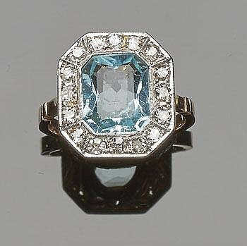 A VINTAGE GOLD, BLUE GEMSTONE AND DIAMOND RING