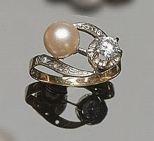 A VINTAGE GOLD, SAPPHIRE, ZIRCON AND PEARL RING