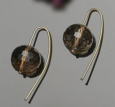 A PAIR OF GOLD AND QUARTZ EARRINGS