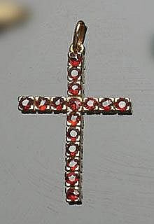 A GOLD AND GARNET CROSS PENDANT