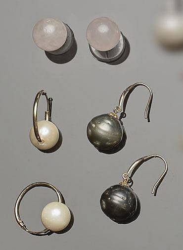 A SET OF GOLD, PEARL AND QUARTZ EARRINGS