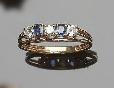 A GOLD, SAPPHIRE AND DIAMOND RING